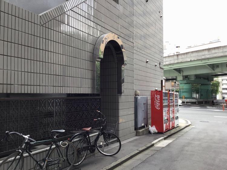 3号館ビル入口